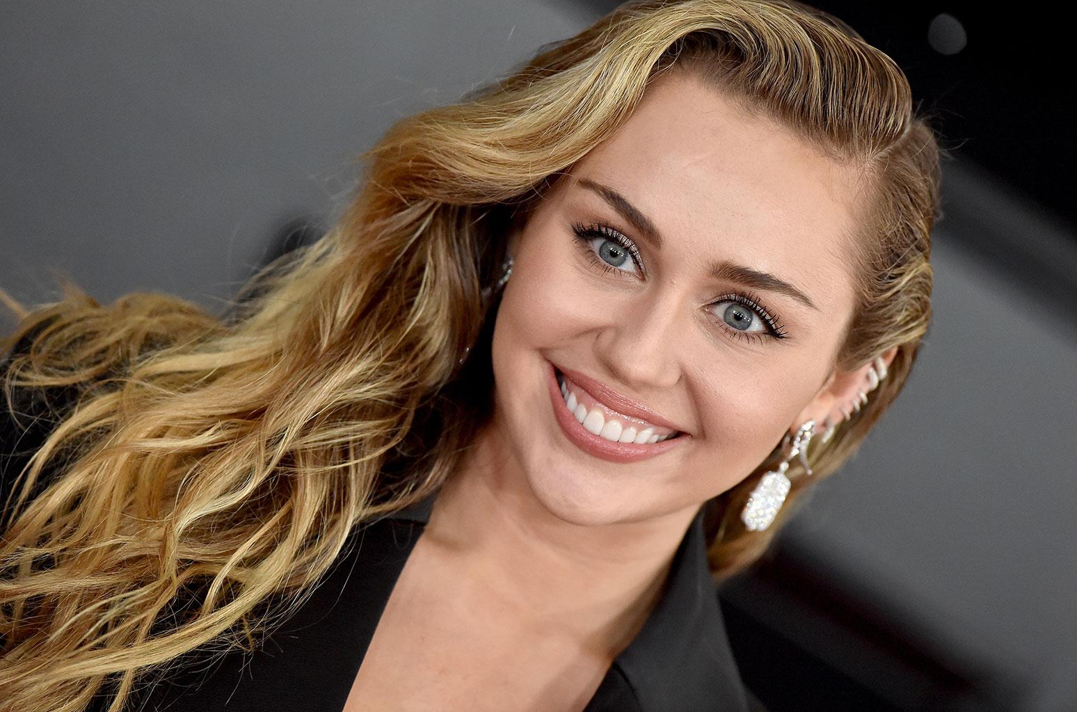 Miley Cyrus critiquée parce qu'elle chante «comme un homme», l'artiste répond !