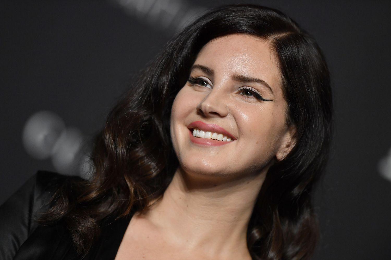 Lana Del Rey quitte les réseaux sociaux, le nouvel album d'Indochine et le line-up du Global Citizen à Paris… Toutes les news musique !